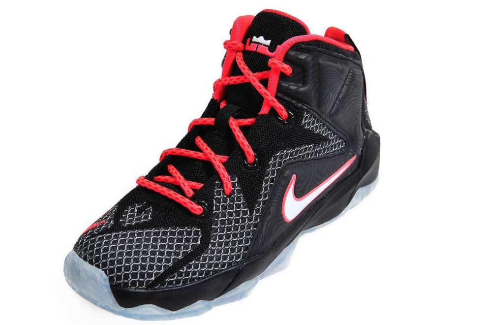 詹姆斯篮球鞋15值得买吗?穿着舒服吗?-1