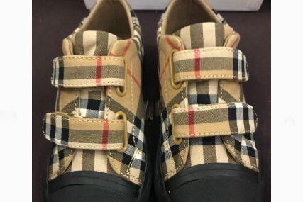 Burberry童鞋码数正吗?买的时候有什么注意的吗?-1