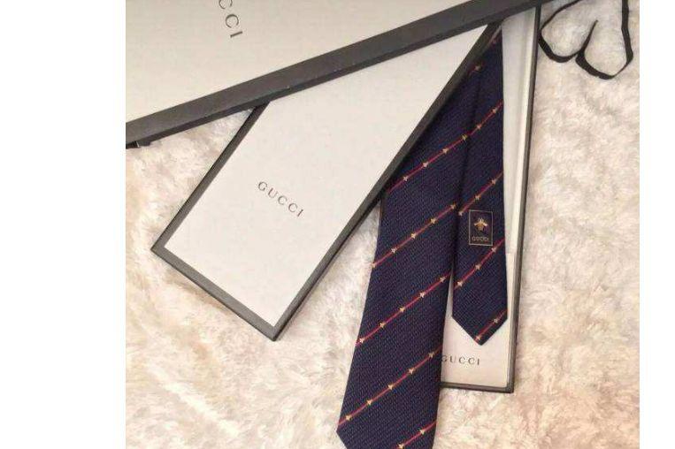 gucci小蜜蜂领带价格?gucci小蜜蜂领带蓝色好搭配吗?-1