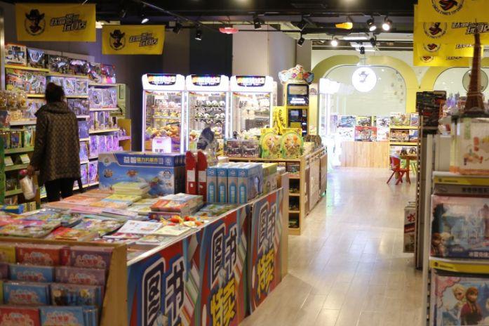 玩具加盟店该如何吸引顾客前来消费-1