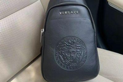 versace胸包如何?versace胸包好看吗?-1
