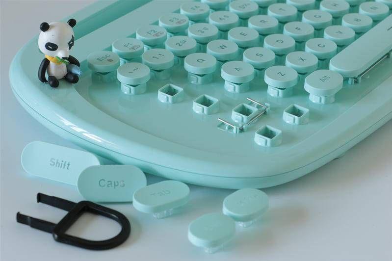绚丽多彩卡哇伊,小姐姐都喜欢的巧克力蓝牙平板专用键盘实测-3