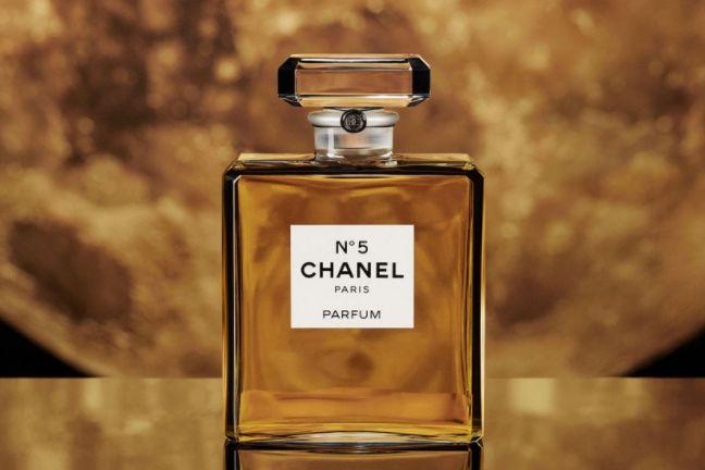 为庆祝 CHANEL N°5 香水 100周年,品牌以「5」为灵感打造全新珠宝系列-1
